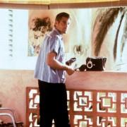 George Clooney - galeria zdjęć - Zdjęcie nr. 13 z filmu: Co z oczu, to z serca