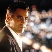 George Clooney - galeria zdjęć - Zdjęcie nr. 16 z filmu: Co z oczu, to z serca