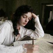 Anne Hathaway - galeria zdjęć - Zdjęcie nr. 10 z filmu: Zakochana Jane