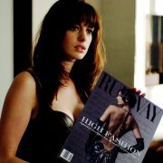 Anne Hathaway - galeria zdjęć - Zdjęcie nr. 10 z filmu: Diabeł ubiera się u Prady