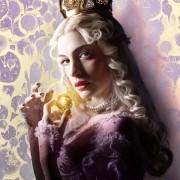 Anne Hathaway - galeria zdjęć - Zdjęcie nr. 1 z filmu: Alicja po drugiej stronie lustra