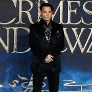 Johnny Depp - galeria zdjęć - Zdjęcie nr. 2 z filmu: Fantastyczne zwierzęta: Zbrodnie Grindelwalda
