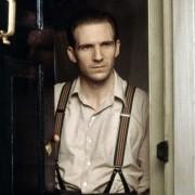 Ralph Fiennes - galeria zdjęć - Zdjęcie nr. 15 z filmu: Koniec romansu