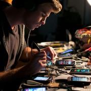 Liam Hemsworth - galeria zdjęć - Zdjęcie nr. 28 z filmu: Paranoja