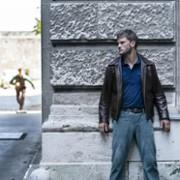 Jeremy Irvine - galeria zdjęć - Zdjęcie nr. 13 z filmu: Treadstone