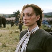 Kristin Scott Thomas - galeria zdjęć - Zdjęcie nr. 8 z filmu: Człowiek człowiekowi
