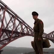 Jeremy Irvine - galeria zdjęć - Zdjęcie nr. 6 z filmu: Droga do zapomnienia