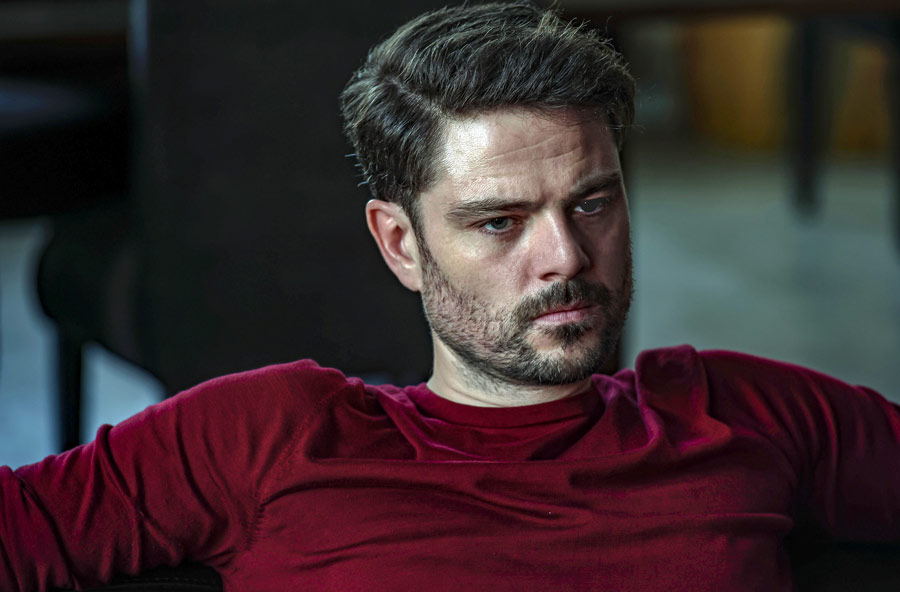 An On Set Chat with Mary Kills People Star Richard Short