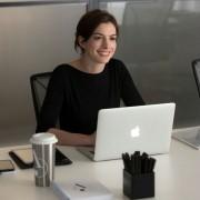 Anne Hathaway - galeria zdjęć - Zdjęcie nr. 4 z filmu: Praktykant