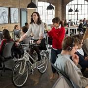 Anne Hathaway - galeria zdjęć - Zdjęcie nr. 9 z filmu: Praktykant