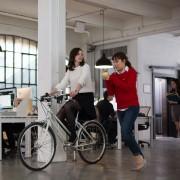 Anne Hathaway - galeria zdjęć - Zdjęcie nr. 12 z filmu: Praktykant