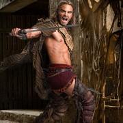 Dustin Clare - galeria zdjęć - Zdjęcie nr. 9 z filmu: Spartakus: Zemsta