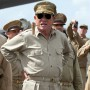 Generał Douglas MacArthur - Tommy Lee Jones