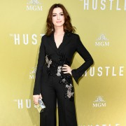 Anne Hathaway - galeria zdjęć - Zdjęcie nr. 11 z filmu: Oszustki