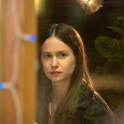 Katherine Waterston - galeria zdjęć - Zdjęcie nr. 7 z filmu: Bejbis