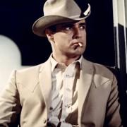 Marlon Brando - galeria zdjęć - Zdjęcie nr. 12 z filmu: Obława