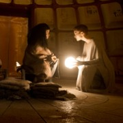 Amanda Collin - galeria zdjęć - Zdjęcie nr. 16 z filmu: Wychowane przez wilki