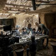 Amanda Collin - galeria zdjęć - Zdjęcie nr. 15 z filmu: Wychowane przez wilki