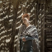 Amanda Collin - galeria zdjęć - Zdjęcie nr. 20 z filmu: Wychowane przez wilki