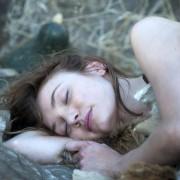 Eleanor Tomlinson - galeria zdjęć - Zdjęcie nr. 4 z filmu: Zagubiona przyszłość