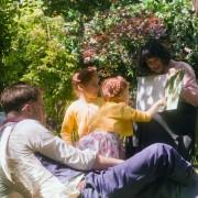 Jeremy Irvine - galeria zdjęć - Zdjęcie nr. 5 z filmu: Niezwykły świat Belli Brown