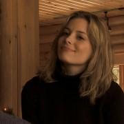 Gillian Jacobs - galeria zdjęć - Zdjęcie nr. 1 z filmu: Helena from the Wedding