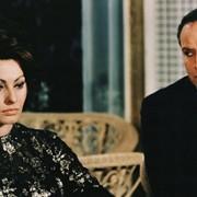 Marlon Brando - galeria zdjęć - Zdjęcie nr. 2 z filmu: Hrabina z Hongkongu