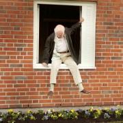 Robert Gustafsson - galeria zdjęć - Zdjęcie nr. 3 z filmu: Stulatek, który wyskoczył przez okno i zniknął