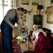 Robert Gustafsson - galeria zdjęć - Zdjęcie nr. 10 z filmu: Stulatek, który wyskoczył przez okno i zniknął