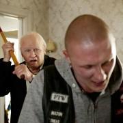 Robert Gustafsson - galeria zdjęć - Zdjęcie nr. 14 z filmu: Stulatek, który wyskoczył przez okno i zniknął