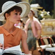Audrey Hepburn - galeria zdjęć - Zdjęcie nr. 4 z filmu: Kiedy Paryż wrze