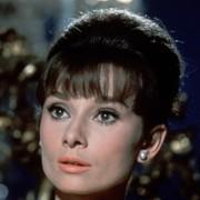 Audrey Hepburn - galeria zdjęć - Zdjęcie nr. 17 z filmu: Kiedy Paryż wrze