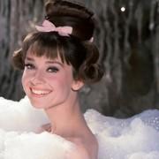 Audrey Hepburn - galeria zdjęć - Zdjęcie nr. 22 z filmu: Kiedy Paryż wrze