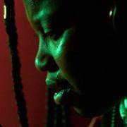 Dominique Fishback - galeria zdjęć - Zdjęcie nr. 5 z filmu: Power