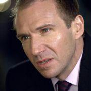 Ralph Fiennes - galeria zdjęć - Zdjęcie nr. 1 z filmu: Najpierw strzelaj, potem zwiedzaj