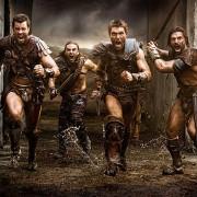 Dustin Clare - galeria zdjęć - Zdjęcie nr. 14 z filmu: Spartakus: Wojna potępionych