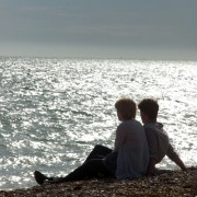 Jeremy Irvine - galeria zdjęć - Zdjęcie nr. 17 z filmu: Niech będzie teraz