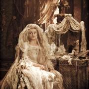 Helena Bonham Carter - galeria zdjęć - Zdjęcie nr. 2 z filmu: Wielkie nadzieje