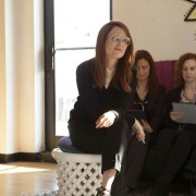 Julianne Moore - galeria zdjęć - Zdjęcie nr. 4 z filmu: Difficult People