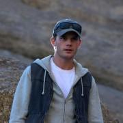 Jeremy Irvine - galeria zdjęć - Zdjęcie nr. 3 z filmu: Pojedynek na pustyni