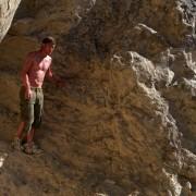 Jeremy Irvine - galeria zdjęć - Zdjęcie nr. 9 z filmu: Pojedynek na pustyni