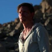 Jeremy Irvine - galeria zdjęć - Zdjęcie nr. 17 z filmu: Pojedynek na pustyni