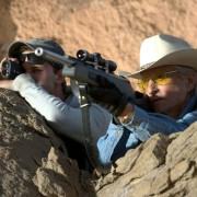 Jeremy Irvine - galeria zdjęć - Zdjęcie nr. 18 z filmu: Pojedynek na pustyni