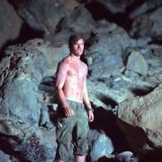 Jeremy Irvine - galeria zdjęć - Zdjęcie nr. 24 z filmu: Pojedynek na pustyni