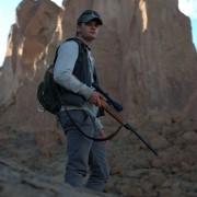 Jeremy Irvine - galeria zdjęć - Zdjęcie nr. 25 z filmu: Pojedynek na pustyni