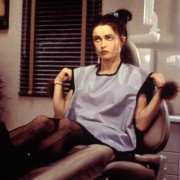 Helena Bonham Carter - galeria zdjęć - Zdjęcie nr. 3 z filmu: Nowokaina