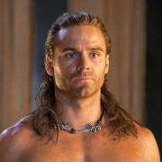 Dustin Clare - galeria zdjęć - Zdjęcie nr. 1 z filmu: Spartakus: Bogowie areny