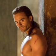 Dustin Clare - galeria zdjęć - Zdjęcie nr. 12 z filmu: Spartakus: Bogowie areny