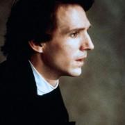 Ralph Fiennes - galeria zdjęć - Zdjęcie nr. 1 z filmu: Oskar i Lucinda