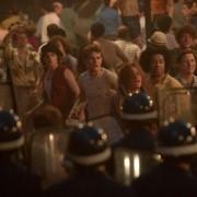 Jeremy Irvine - galeria zdjęć - Zdjęcie nr. 5 z filmu: Stonewall